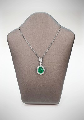 Crivelli necklace with diamonds and emerald CRV3919
