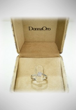 Donnaoro white gold ring with diamonds DNO15