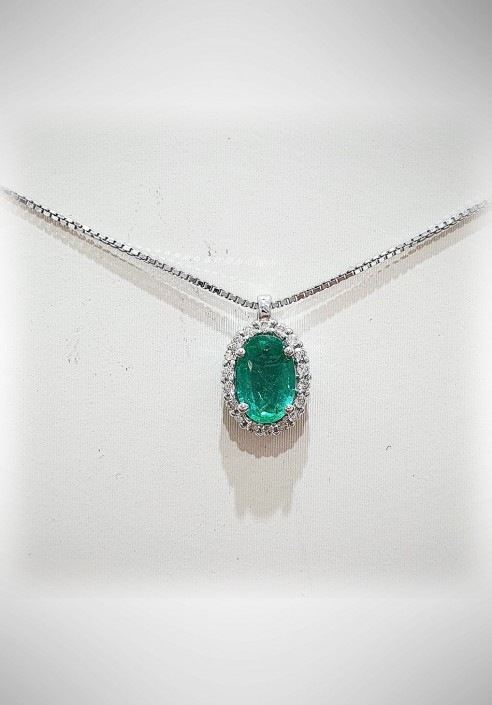 Donnaoro white gold necklace with diamonds and emerald DNA26