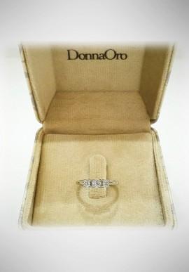Donnaoro white gold trilogy ring with diamonds DNO08