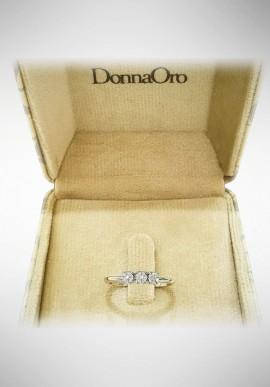 Donnaoro white gold trilogy ring with diamonds DNO10