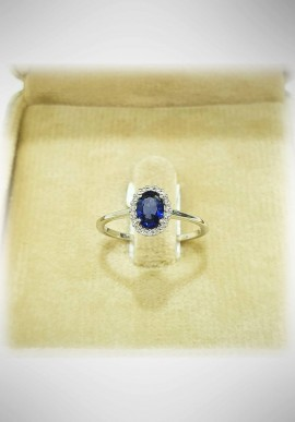 Donnaoro white gold ring with diamonds and sapphire DNO41