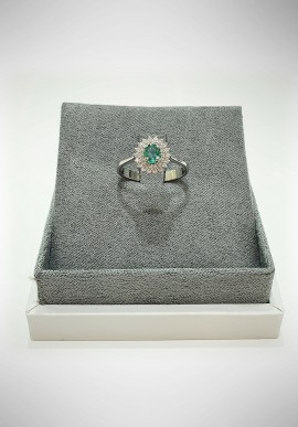 Lunatica white gold ring with diamonds and emerald LNT08