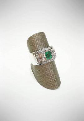 Arte Orafa white gold ring with diamonds and emerald GIRT3