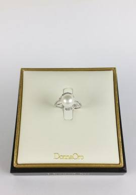 DonnaOro ring with diamonds and pearl
