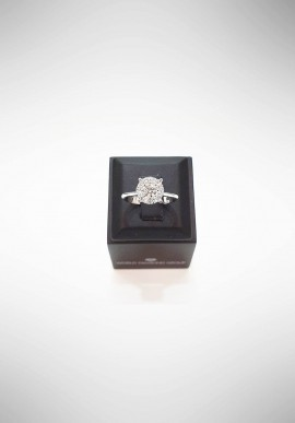 World Diamond Group Ring with diamonds AGICE04